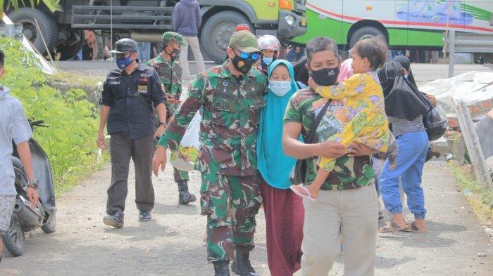 Pemkab Polman Pulangkan Ratusan Pengungsi Korban Gempa ke Malunda Majene