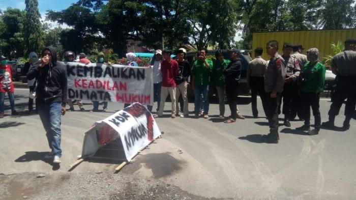 Pembunuh Petani di Mandai Dituntut 14 Tahun, Warga Demo Pengadilan Negeri Maros