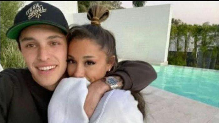 Ariana Grande Menikah, Begini Perjalanan Cintanya dengan Dalton Gomez