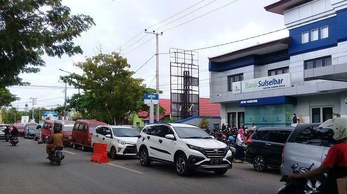Jelang Lebaran, Pusat Perbelanjaan di Sinjai Mulai Disesaki Pengunjung
