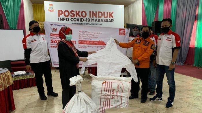 Astra Motor Makassar Bareng Komunitas Salurkan Bantuan APD untuk Tenaga Medis