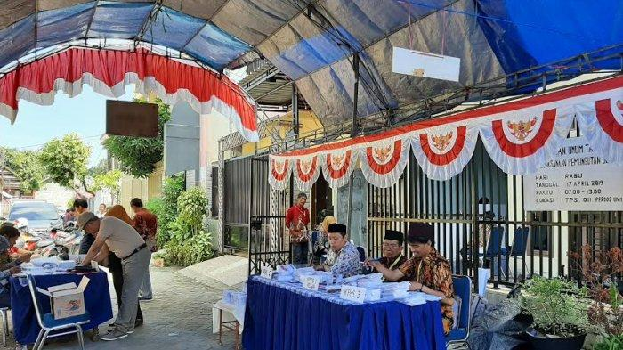 Pemilih Antusias di TPS 11 Perdos UNM, Tercatat Ada 254 Daftar Pemilih Tetap