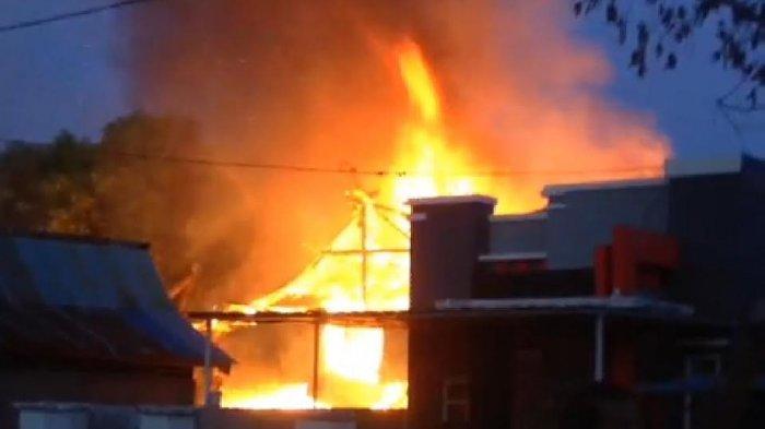 Dua Lansia Selamat, Begini Kronologi Kebakaran di Watampone