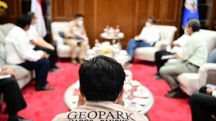 Badan Pengelola Geopark Maros Pangkep dan stake holder saat audiensi dengan Gubernur Sulsel Prof Nurdin Abdullah di Kantor Gubernur Sulsel, Rabu (20/1/2021).