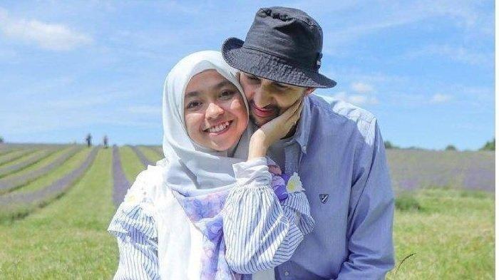 Aulia bersama suaminya, bule asal Maroko bernama Rachid