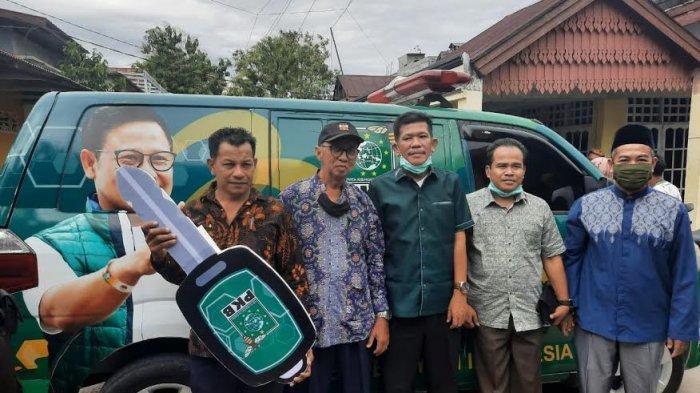 Respon Aspirasi Masyarakat, Azhar Arsyad Serahkan Bantuan Ambulans untuk KKTM Pinrang