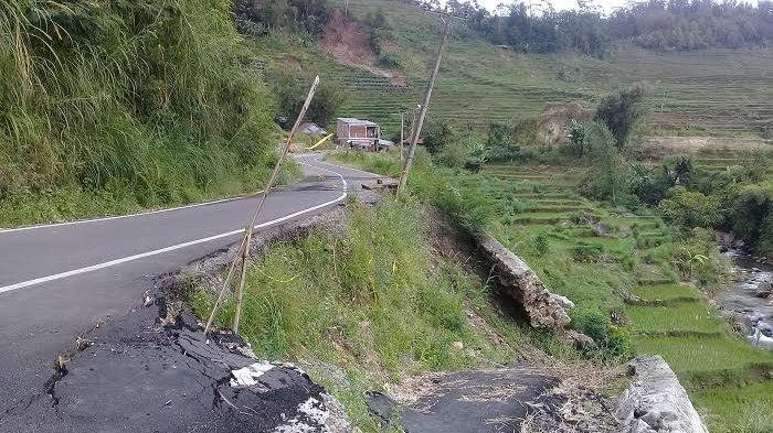 Delapan Bulan Setelah Diresmikan Nurdin Abdullah, Jalan Poros Botolempangan-Munte Sinjai Mulai Rusak