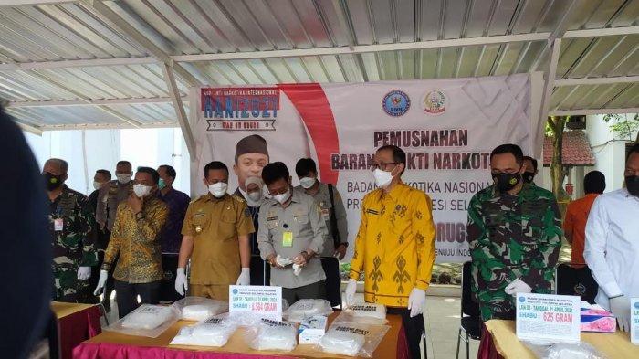 Mentan SYL Saksikan BNNP Sulsel Musnahkan 108 Kg Narkoba