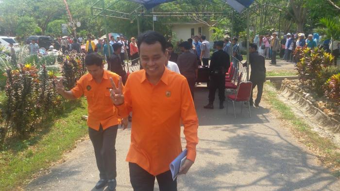 Madani dan Nusantara Gunakan Baju Putih, Baru Pakai Baju Orange