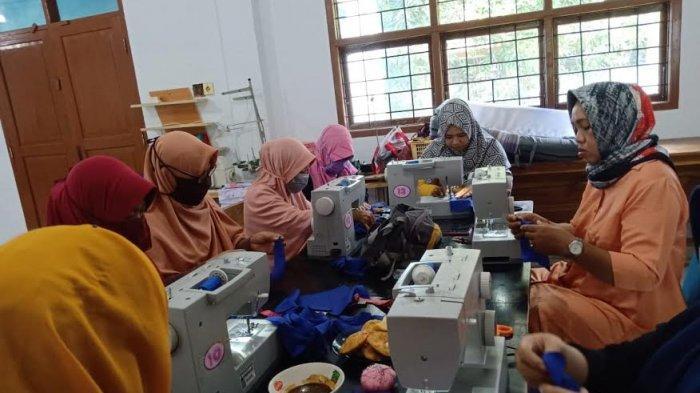 BLK Pangkep Produksi Seribu Masker untuk Dibagikan ke Masyarakat
