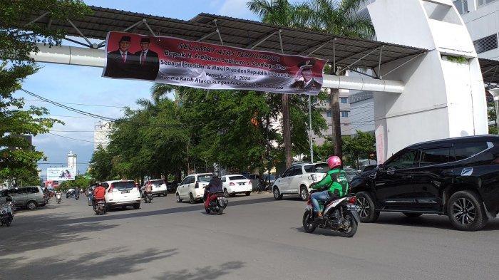 Di Jalan Pengayoman Makassar Jokowi-Amin Presiden, di Boulevard Prabowo-Sandiaga yang Presiden - baligho-bertulis-s9.jpg
