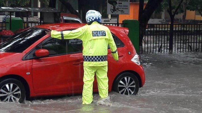 Depan Pasar Karisa Jeneponto Terendam Banjir, Kendaraan dari Bantaeng Dialihkan ke Jalan Lingkar