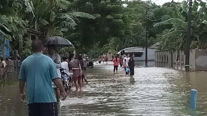 Kondisi pemukiman warga Dusun Manarang, Desa Tukamasea, Kecamatan Bantimurung, Maros, terendam banjir. Ruas jalan tidak kelihatan.