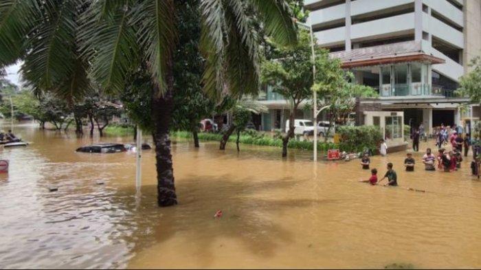 Banjir Jakarta atau Jakarta Banjir - Suasana di Jl Kemang Raya Sabtu (20/2/2021)