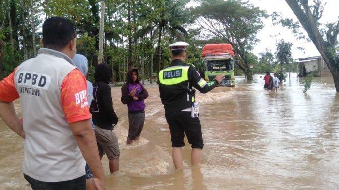 BREAKING NEWS: Banjir Rendam Jalan Trans Sulawesi di Luwu, Antrean Kendaraan Capai 15 Km