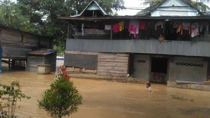 banjir-mulai-menggenangi-pemukiman-warga-di-kecamatan-pitumpanua.jpg