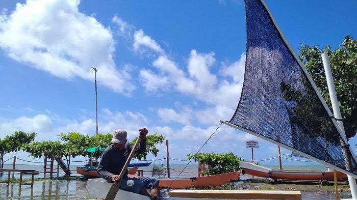 Banjir Rob Landa Objek Wista Pantai Malenreng Sinjai