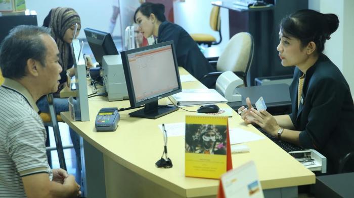 FOTO: Pelayanan di Bank Danamon Makassar