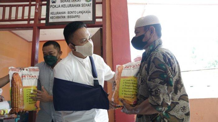 Ilham Azikin Bantu 332 Kelompok Tani dengan 95 Ton Benih Jagung