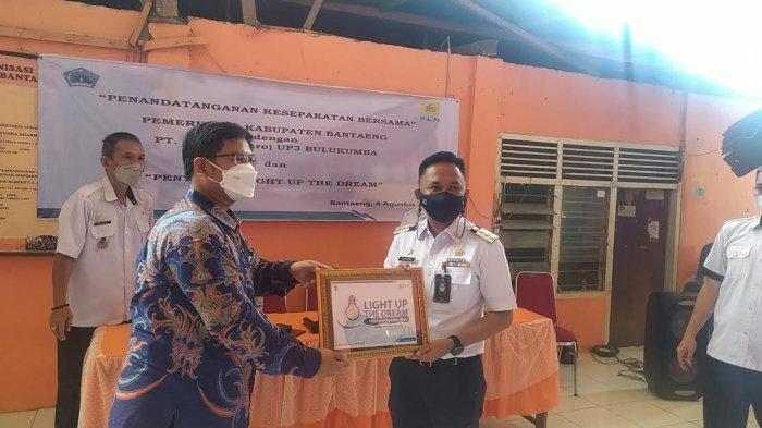 32 Warga Kurang Mampu di Bantaeng Dapat Listrik Gratis PLN