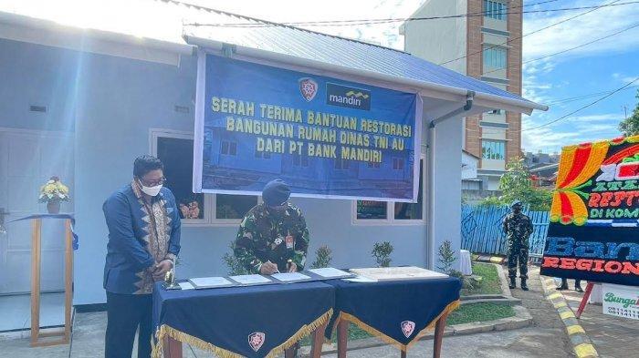 Bank Mandiri Region X Serahkan Bantuan Restorasi 2 Rumah Dinas di Komplek TNI AU Saodising