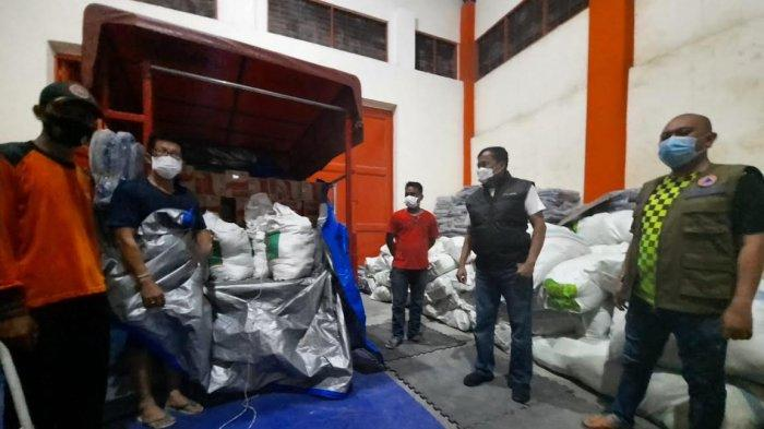Banjir dan Longsor di Luwu, BPBD Sulsel Turunkan TRC Bantu Evakuasi Hingga Bawa Bantuan - bantuan-untuk-korban-banjir-bandang-di-beberapa-wilayah-di-luwu.jpg
