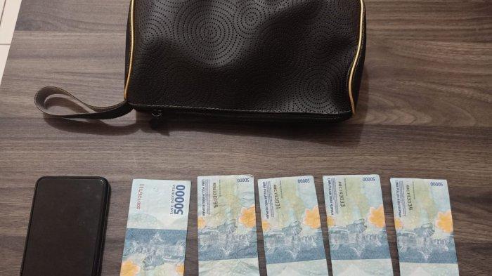 Emak-emak Belanja Pakai Uang Palsu di Pasar Rumbia Jeneponto