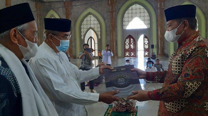 Masjid Agung Luwu Punya 203 Mushaf Al Quran Baru, 100 Disumbang Bupati