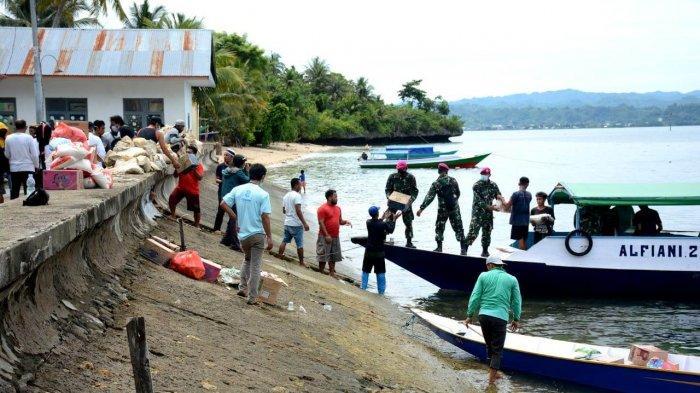 Sasar Wilayah Pulau, Korps Marinir Yon Marhanlan VI Makasar Kirim Bantuan ke Pulau Karampuang Mamuju