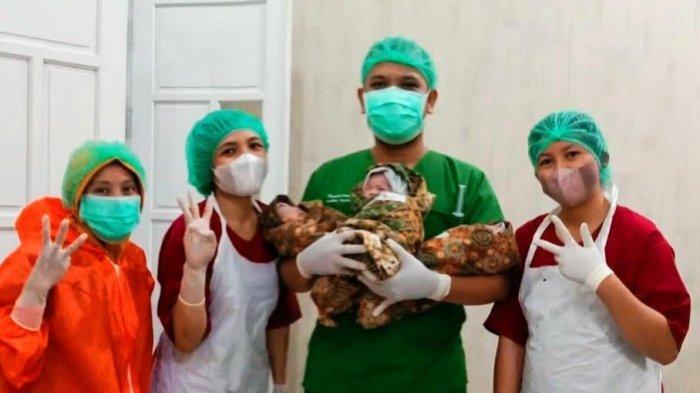 Bayi Kembar Tiga Lahir di RS Sinar Kasih Toraja, Berat 2.2 Kg dan Tinggi 45 Cm