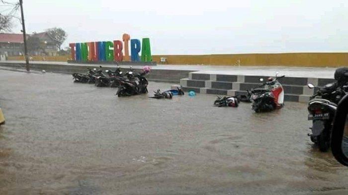Seperti Banjir Jabodetabek, Motor Pengunjung Bira Bulukumba Juga 'Tenggelam'