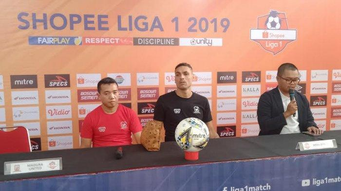 bek-madura-united-jaimerson-saat-press-conference.jpg