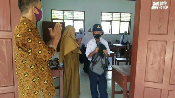 Cerita Siswa di Palopo Hari Pertama Sekolah Tatap Muka: Ada Siswa Hampir Tak Kenal Gurunya