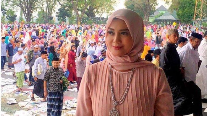 CANTIKNYA Foto-foto Bella Saphira Pakai Hijab, Istri Bos Antam Tetap Tampil Menawan