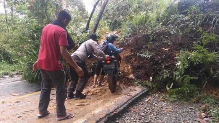 Longsor di Mangkutana Luwu Timur, Jalan Poros Sulsel-Sulteng Putus