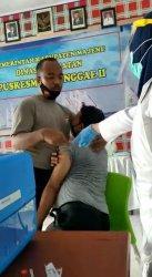 Anggota Polres Majene Menolak Disuntik Vaksin, Petugas: Pak,