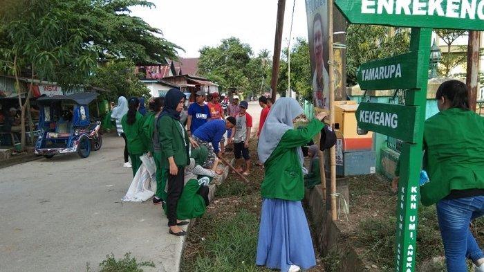 Kades Tamarupa Dukung Aksi Bersih-bersih Mahasiswa KKN di Hari Minggu
