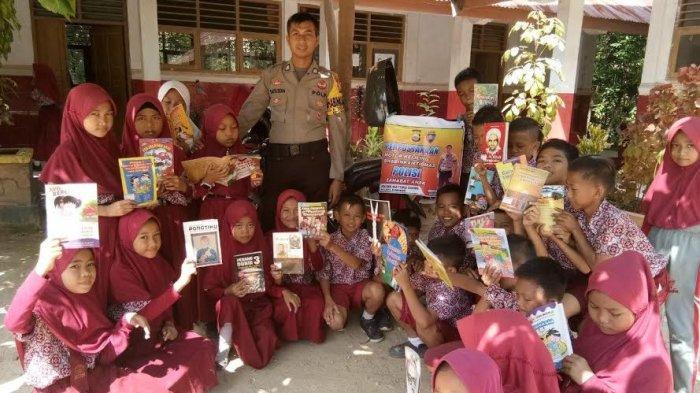Bhabinkamtibmas Mattombong dan Massulowalie Pinrang Buat Perpustakaan Keliling