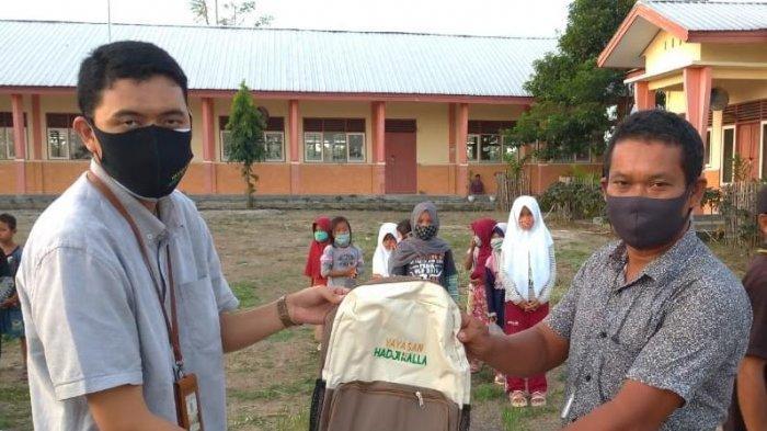 Yayasan Hadji Kalla Salurkan Paket Alat Belajar ke Sekolah dan Pesantren