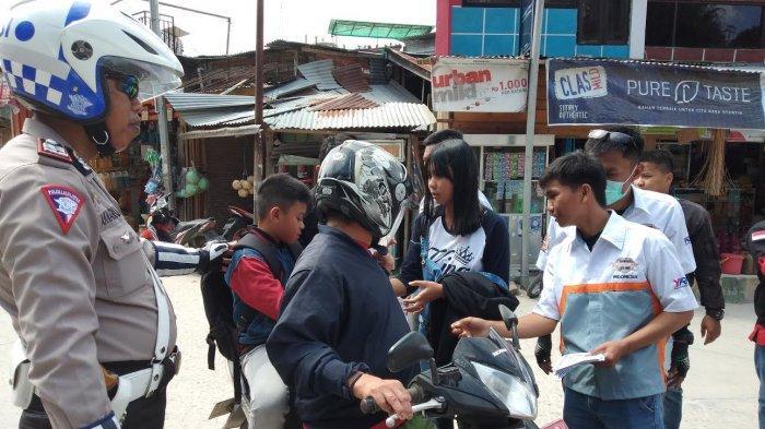 Peringati Hari Sumpah Pemuda, Tongkonan Bikers Mamasa Bagi-bagi Es Buah