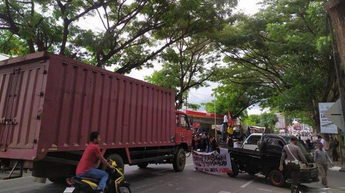 Usai Blokade Jalan Menuju PT Huadi, Pengunjuk Rasa Datangi Kantor DPRD Bantaeng