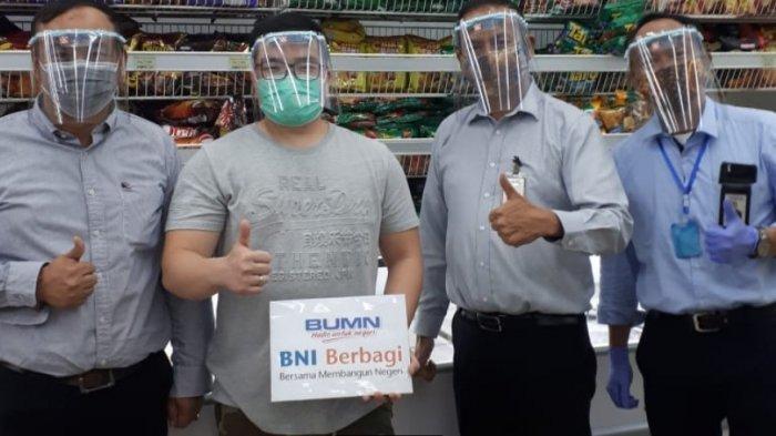 BNI Wilayah Makassar Serahkan Bantuan Face Shield untuk Kasir