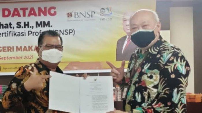Rektor UNM Terima SK Lisensi Lembaga Sertifikasi Profesi dari BNSP