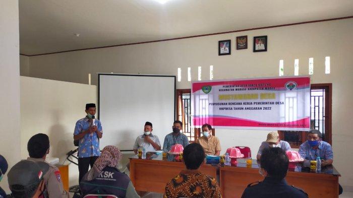 Musyawarah desa berlangsung di Aula Kantor Desa Bonto Mate'ne, Kecamatan Marusu Kabupaten Maros, Sulawesi Selatan.