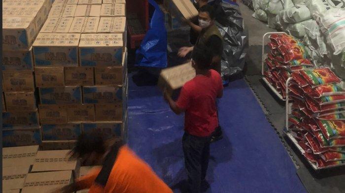 Banjir dan Longsor di Luwu, BPBD Sulsel Turunkan TRC Bantu Evakuasi Hingga Bawa Bantuan - bpbd-sulsel-bawa-bantuan-untuk-korban-banjir-dan-longsor-di-luwu-4.jpg
