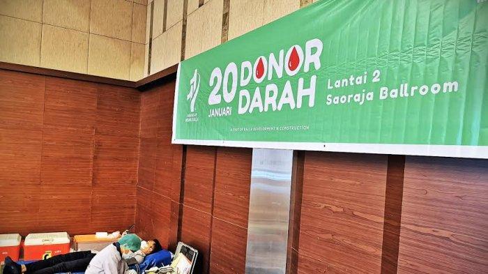 Building manajemen menggelar kegiatan donor darah yang diselenggarakan di Saoraja Ballroom lantai 2 Wisma Kalla, Rabu (20012021). Kegiatan dalam rangka memperingati HUT office building Wisma Kalla ke-11 tahun ini berhasil mengumpulkan 110 kantong darah. tribun timurmuhammad abdiwan