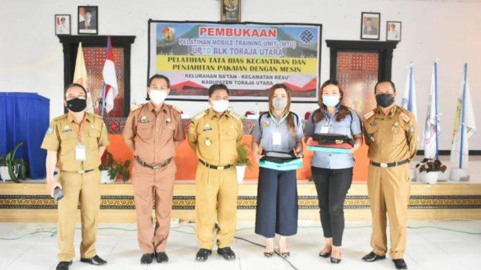 Turunkan Angka Pengangguran, 68 Warga Toraja Utara Ikut Pelatihan Tata Rias dan Menjahit