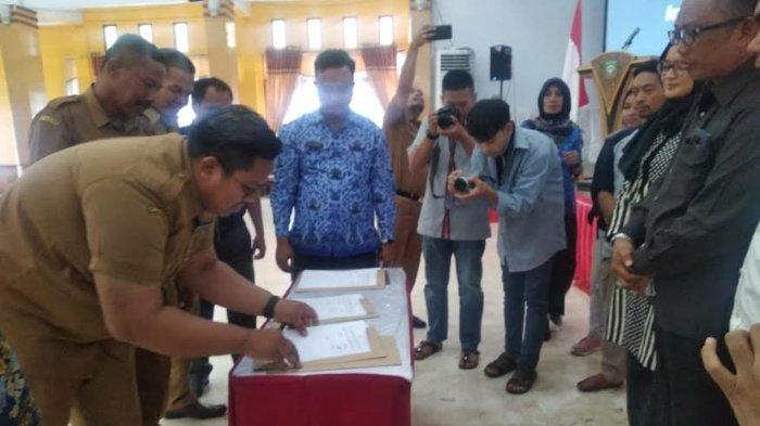 Direktur Bumdes Mattuju Desa Pitue Teken MoU dengan Tokopedia