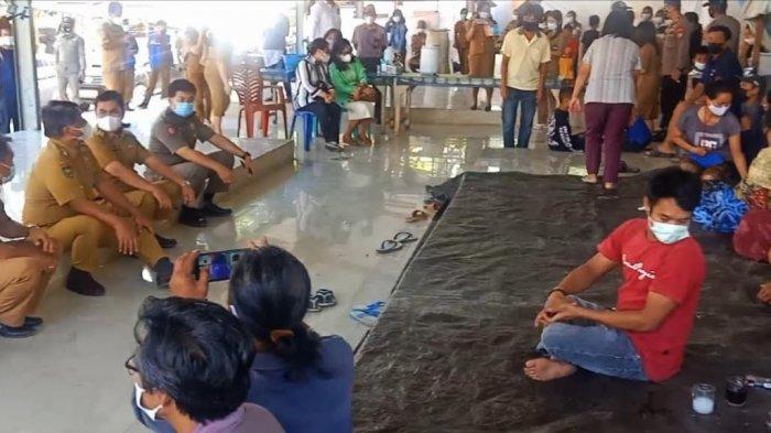 Kunjungi Korban Kebakaran Pasar Baru Sangalla', Bupati Tana Toraja Cek Kebutuhan Makanan Warga