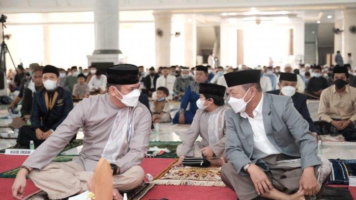 Bupati dan Wakil Bupati Gowa Salat Idulfitri di Masjid Syekh Yusuf